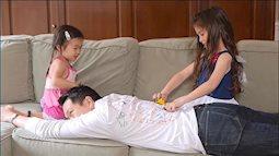 Bố mẹ nào lười thì chỉ cần nằm 1 chỗ nhàn tênh vẫn có thể chơi cùng con những trò chơi này