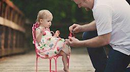 Clip: Phì cười nghe ông bố tâm sự với con gái trong bụng mẹ