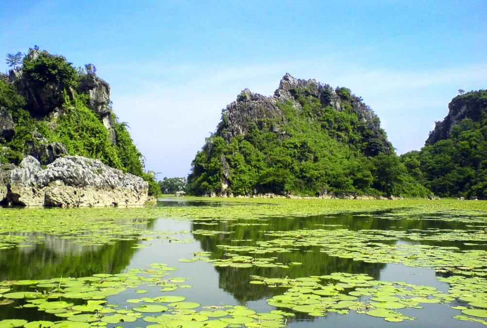 Nhân mùa sen nở không thể bỏ lỡ hồ Quan Sơn thơ mộng