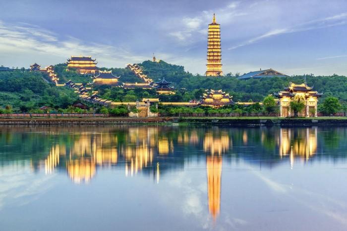 Chùa Bái Đính là chùa nhân tạo lớn nhất Đông Nam Á
