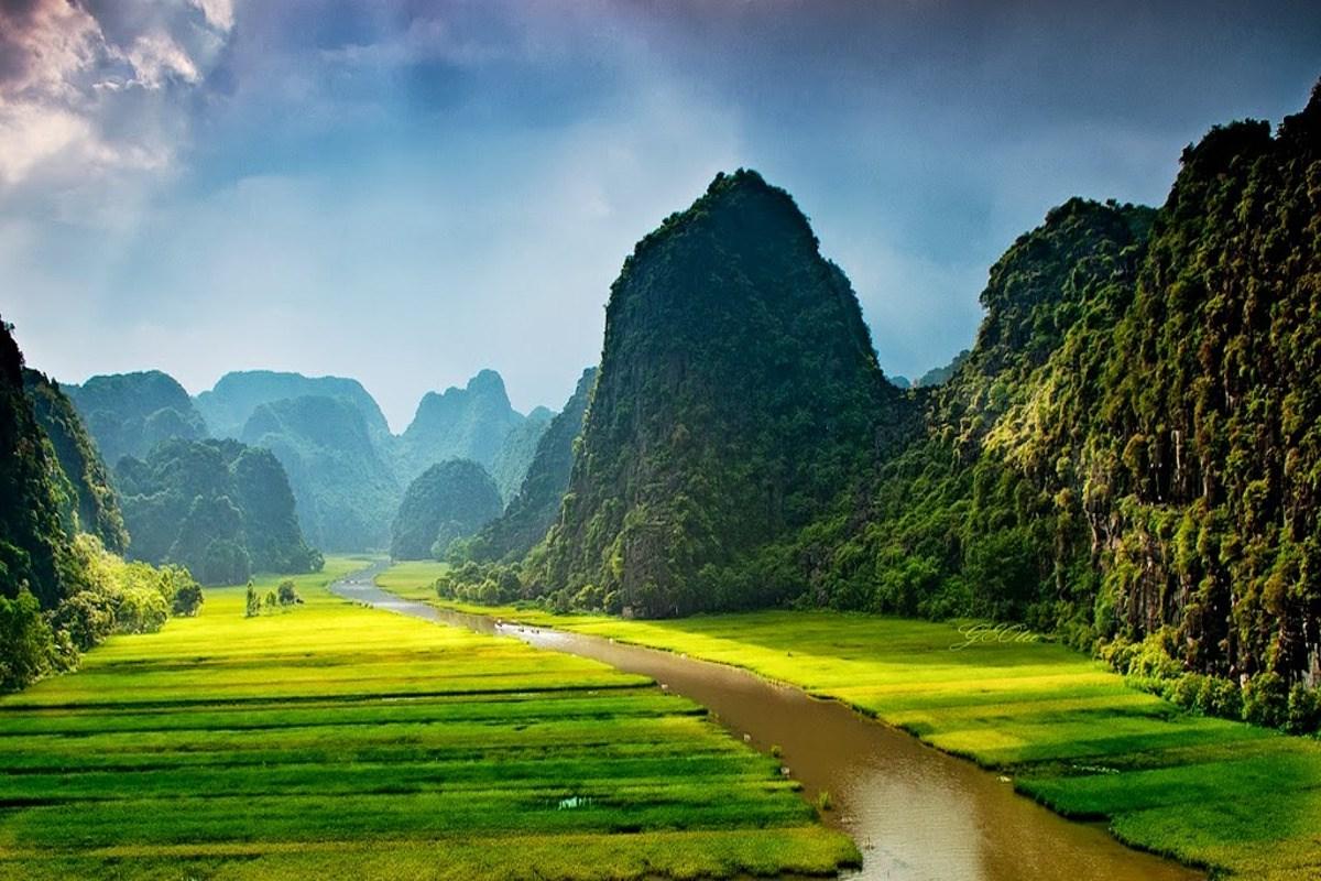Chỉ mất khoảng 1,5 - 2 tiếng đi từ Hà Nội đến Ninh Bình