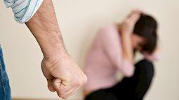 Bị người yêu đánh trước mặt họ hàng còn lên mạng hỏi phải làm gì, cô gái bị hội chị em mắng tơi tả