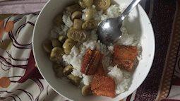 Bát cơm ở cữ mẹ chồng nấu cho con dâu: Cà muối và cá khô chan nước mắt