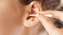 Bác sĩ cảnh báo: Ngoáy tai thường xuyên làm tăng nguy cơ nhiễm nấm ống tai