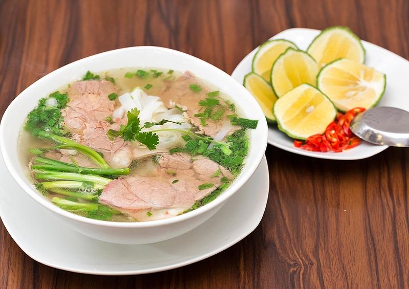 Phở Hà Nội ngon nức tiếng bởi nước dùng ngọt