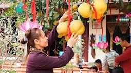 Mùng một đầu năm Mậu Tuất, các gia đình nô nức đi lễ chùa