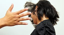 Xử lý thế nào khi mỗi lần chồng say rượu đều đánh đập vợ con?