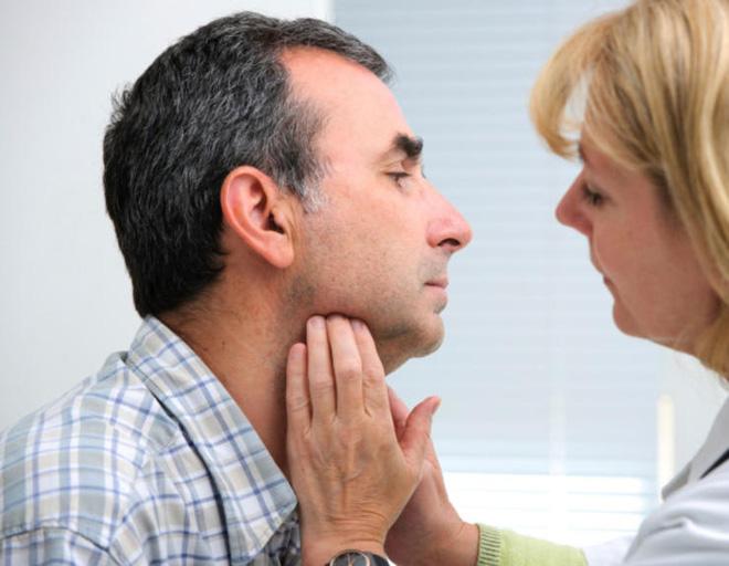 10 dấu hiệu ung thư từ đầu tới chân nam giới hay coi thường - Ảnh 3.
