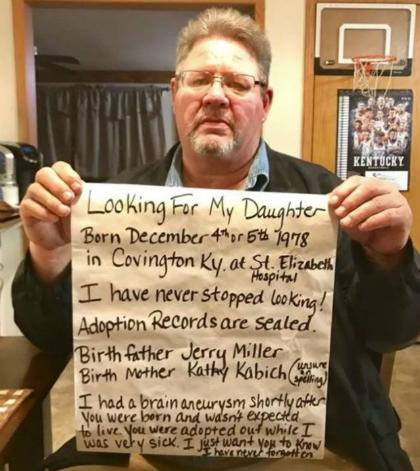 Ông Jerry Miller đăng bức ảnh mình kèm thông điệp tìm con trên mạng xã hội. Ảnh: Fox8.