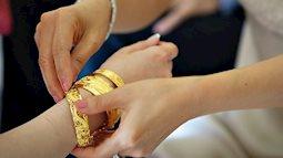 Không trao vàng ngày cưới: Mẹ chồng quá đáng hay con dâu so đo?