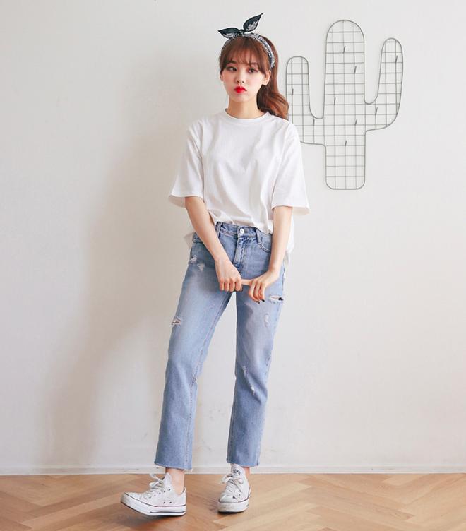 Định mặc quần jeans ống đứng, các nàng hãy chọn 1 trong 4 combo cứ lên đồ là đẹp miễn chê này - Ảnh 5.