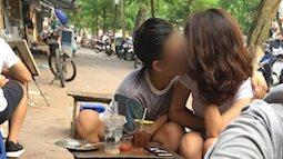 """Đôi trẻ thản nhiên """"làm chuyện ấy"""" ngay trong quán trà sữa ở Hà Nội"""