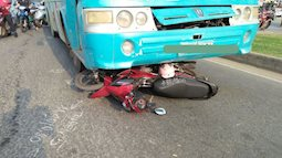Cô gái bị xe khách cuốn vào gầm, kéo lê hàng chục mét ở Sài Gòn