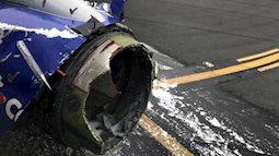 Động cơ máy bay phát nổ, hành khách bị hút qua cửa sổ