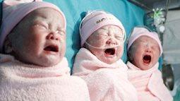 Vượt cạn 'ngoạn mục' dù có vết mổ cũ, bà mẹ 32 tuổi sinh 3 cô công chúa đáng yêu như thiên thần