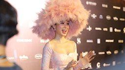 Angela Phương Trinh diện mũ lông hồng, chém đẹp trong đêm đầu tiên VIFW