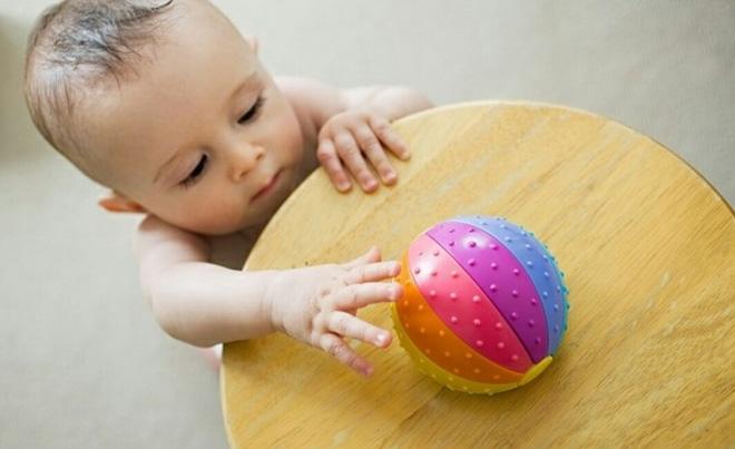 12 trò chơi thú vị kích thích sự phát triển của bé trong năm đầu đời - Ảnh 6.