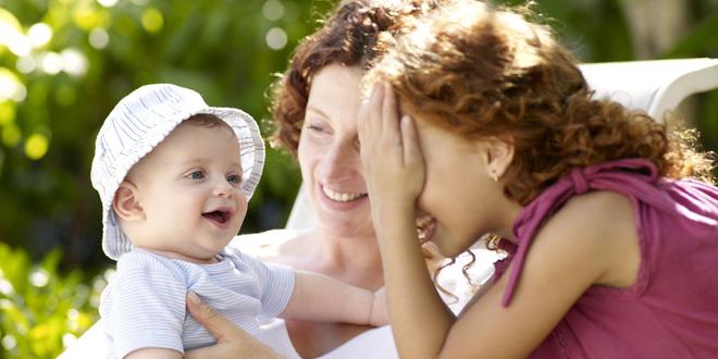 12 trò chơi thú vị kích thích sự phát triển của bé trong năm đầu đời - Ảnh 9.
