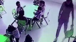 Dân mạng bức xúc vì cô giáo mầm non bất ngờ rút ghế khiến bé gái ngã ngửa giữa lớp