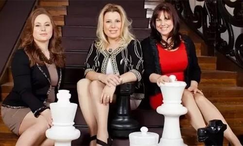 3 chị em nhà Polgar (từ trái qua): Judit, Susan and Sofia. Ảnh: Quora.