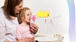 Giảm thiểu nguy cơ bệnh đường hô hấp cho con bằng máy xông mũi họng