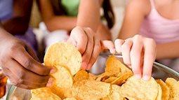 Tác hại của bim bim cha mẹ đừng nên cho trẻ ăn quá nhiều