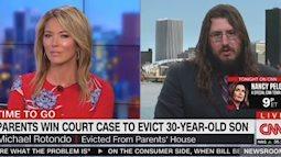 Bố mẹ kiện con trai ra tòa vì đã 30 tuổi mà chưa chịu ra ở riêng