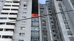 Cận cảnh căn nhà bị cháy ở tầng 18 chung cư 23 tầng ở Hà Đông