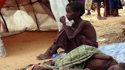 Cảnh tượng những đứa trẻ 'kền kền' bới rác tìm thức ăn khiến lòng người tái tê