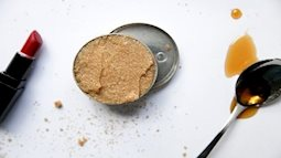Tất tần tật các bí quyết tẩy da chết cho môi từ những đồ có sẵn trong nhà bếp đến phòng tắm