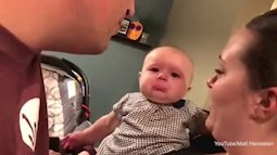 Clip em bé bật khóc khi thấy cha mẹ hôn nhau gây bão Facebook
