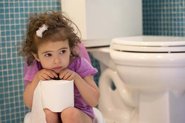 nên làm gì khi trẻ bị táo bón hình ảnh 1