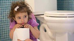 Trẻ bị táo bón có triệu chứng gì và cách xử lí