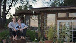 Dùng toàn lốp xe và vỏ chai, cặp vợ chồng trẻ tự tay xây được ngôi nhà đẹp như cổ tích
