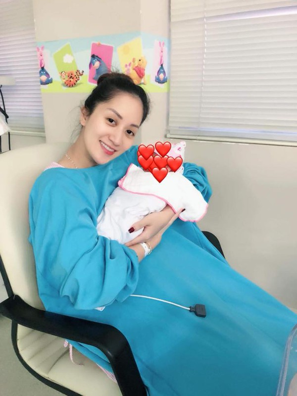 Phan Hiển nói lời yêu đến Khánh Thi sau khi cô sinh con gái.