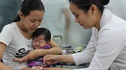 Cả gia đình đổ xô đi tiêm phòng cúm A/H1N1