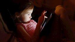 Mùa hè vụt qua bên những chiếc smartphone của trẻ em thành phố