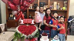 Kỷ niệm ngày cưới, MC Xuân Hiếu được ông xã tặng 196 đóa hồng