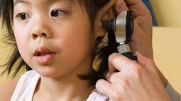 Cẩn trọng các bệnh về tai, mắt khi cho trẻ đi bơi