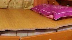 Ăn mừng World Cup trên giường, vợ chồng trẻ khiến cư dân mạng 'cười vỡ bụng'