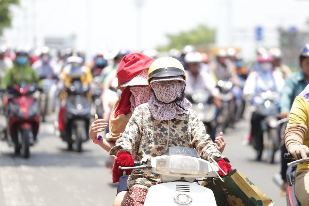 Thời tiết 23/8: Xuất hiện áp thấp nhiệt đới, Hà Nội ngày nắng nóng chiều tối mưa dông