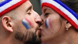Những nụ hôn nóng bỏng trên khán đài World Cup 2018