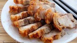 Thịt ba chỉ cuộn chiên giòn tan, chấm cùng mắm ngọt thì ngon hết ý