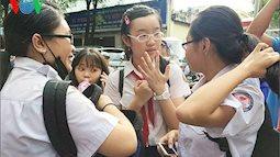 Hà Nội công bố điểm thi vào 10: Phụ huynh lo con không đỗ trường công