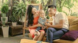 Quốc Cơ tận hưởng hạnh phúc bên vợ và con trai cưng