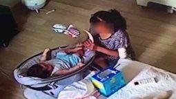 Mở camera theo dõi ra xem, người mẹ sốc khi thấy cảnh con 6 tháng tuổi bị giúp việc dùng đồ chơi đánh vào mặt, uống trộm sữa