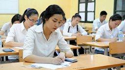 Hai thí sinh đầu tiên hoàn thành xong bài thi môn Văn