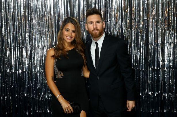 Vợ Messi cổ vũ cho chồng, xóa tan tin đồn hôn nhân tan vỡ