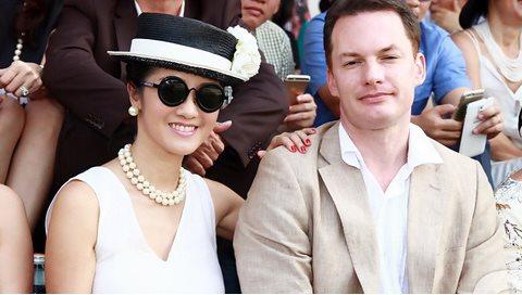Hồng Nhung bất ngờ tuyên bố ly hôn chồng Tây kém 3 tuổi