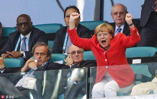 Là nguyên thủ nhưng các tổng thống, thủ tướng cũng là fan bóng đá cuồng nhiệt